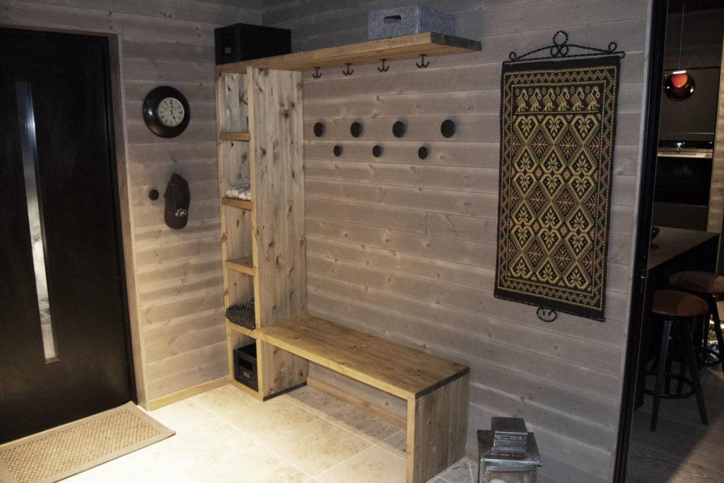 Målsatte hyttemøbler - garderobe fra Fjellmøbler AS