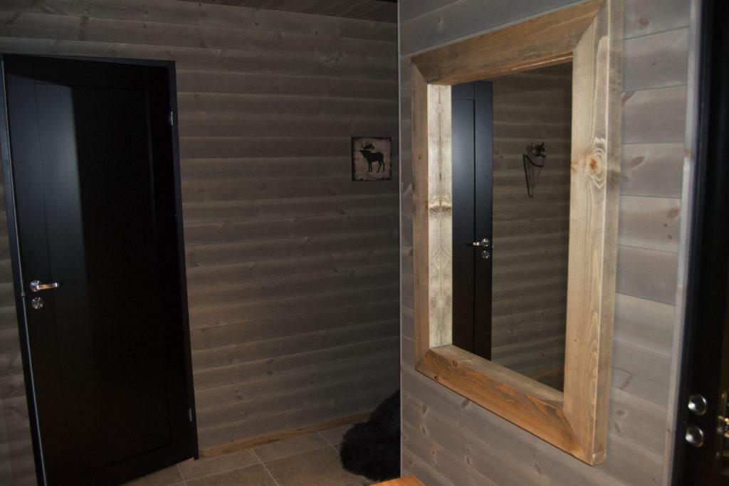 Målsatte hyttemøbler speil fra Fjellmøbler AS