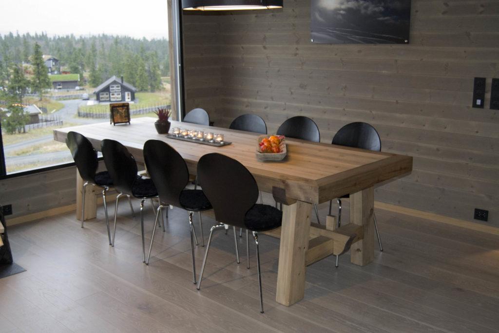 Hyttemøbler etter mål - spisebord